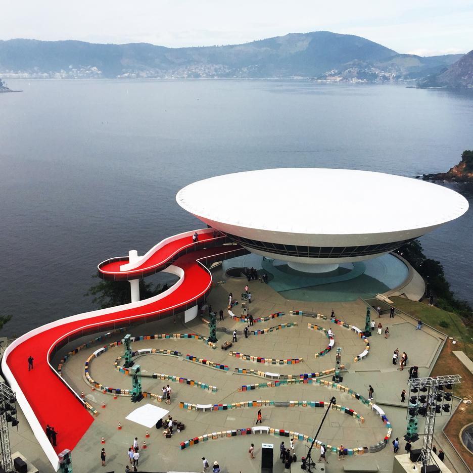 louis-vuitton-cruise-show-Es-Devlin-fashion-Niemeyer-Niteroi-museum_dezeen_SQ